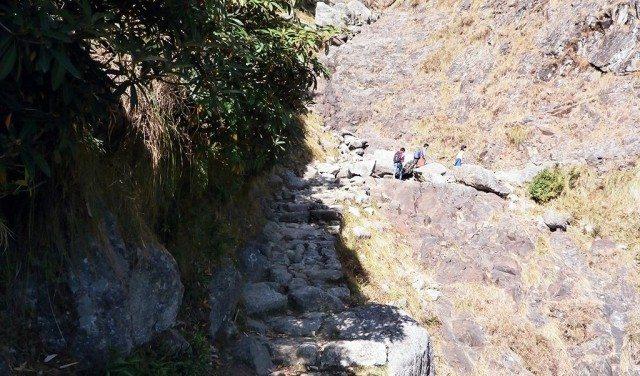 रिउण्ड की ओर जाते हुए कुछ पर्वतारोह