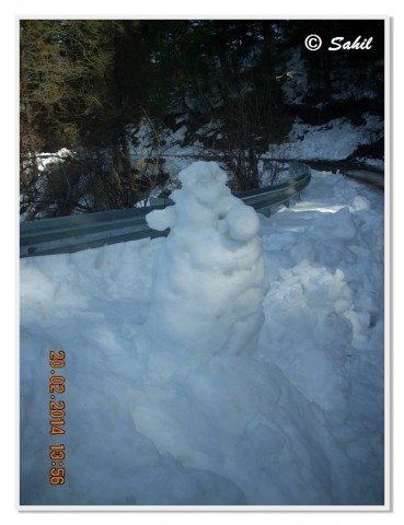 The snowman at the road side