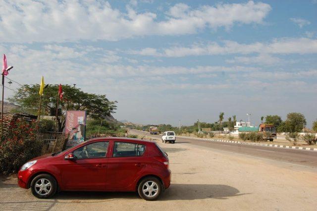 Halt for Bfast - Nh7 towards Bangalore