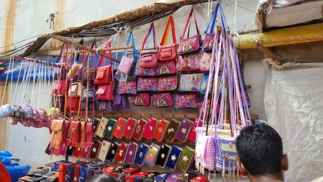 बैगों की दुकान