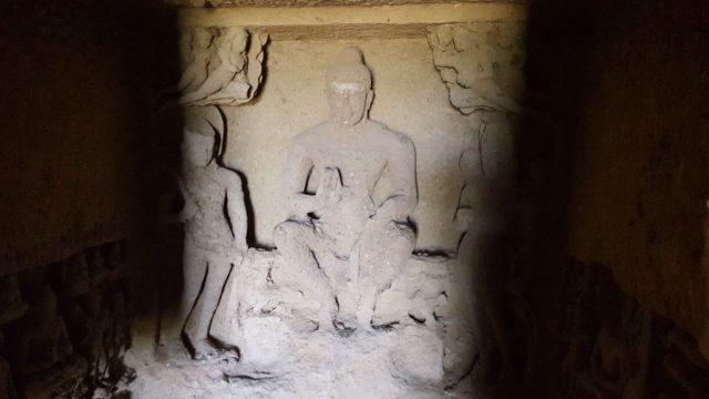 अंतिम गुफा की बुद्ध मूर्ति