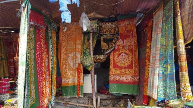 चादरों की दुकान