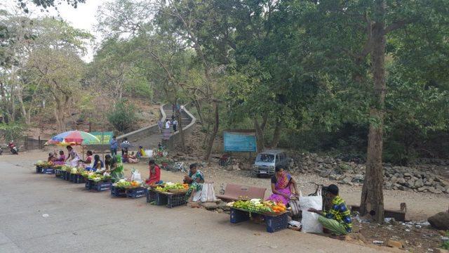 कान्हेरी पहाड़ के नीचे का दृश्य
