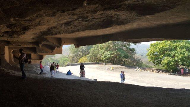 दुसरे नंबर की गुफा से बाहर का दृश्य
