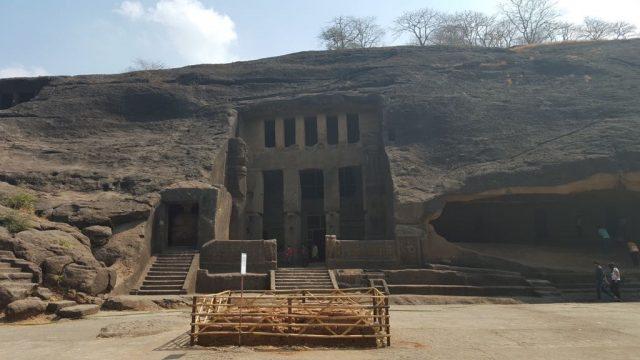 तीसरी गुफा का बाहर से दृश्य