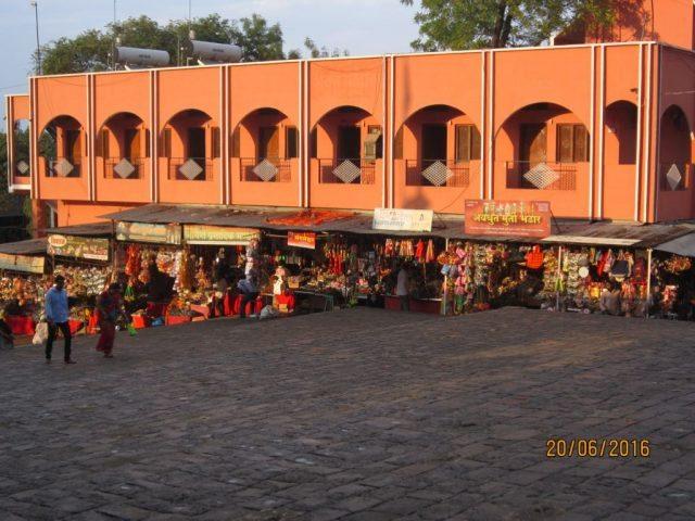 परली वाजीनाथ मन्दिर के बाहर का मार्केट
