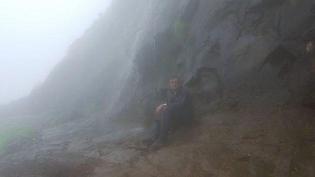 हनुमान जन्मस्थान गुफा-द्वार का झरना