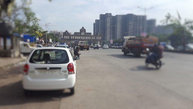 दहिसर चेकनाका पर मुंबई म्युनिसिपल कारपोरेशन का भव्य दरवाज़ा