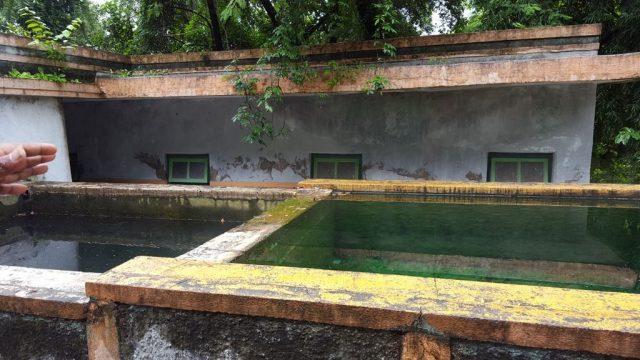 रिसोर्ट के अन्दर गर्म पानी के सोता
