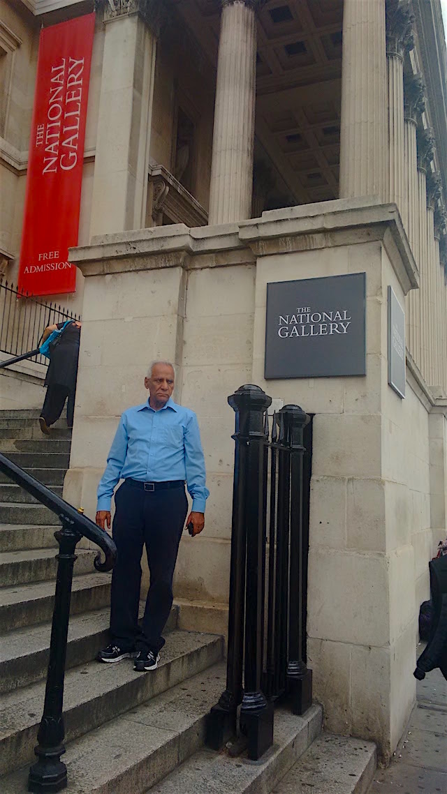 Author at the entrance of the Gallery