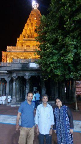 भाई और पिताजी के साथ पत्नी