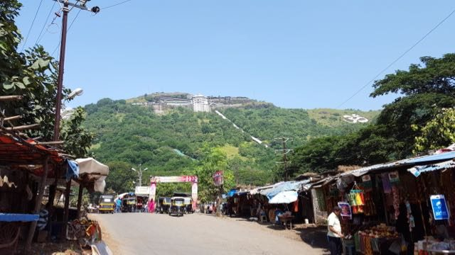 पर्वत की तलहटी से जीवदानी माता का मंदिर