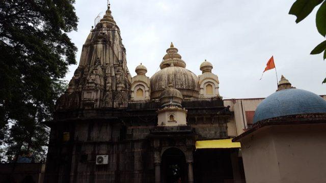 मंदिर परिसर से मंदिर का दृश्य