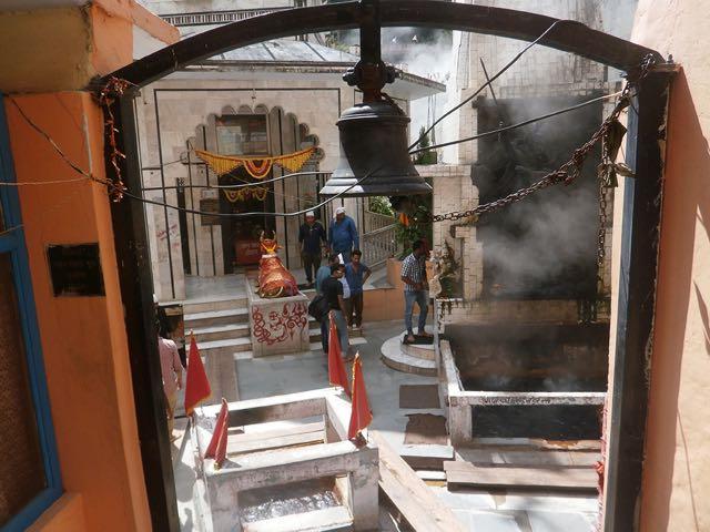 मणिकर्ण में शिव जी का प्राचीन मंदिर एवं गर्म स्रोत के समीप रुद्रावतार