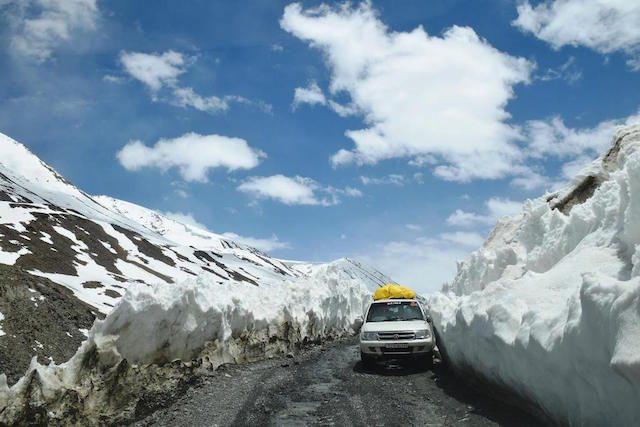 Baralacha-la pass at an altitude of 4890 meters
