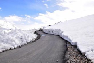 Baralacha-la pass at an altitude of 4890 meters